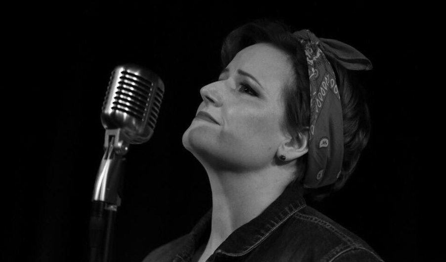 Holly Hewitt - Jingle Bell Jukebox - The Myton Hospices