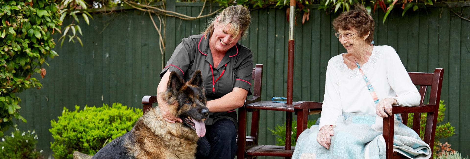 The Myton Hospices - Warwick Hospice - Nurse Patient Dog - Flex Slider